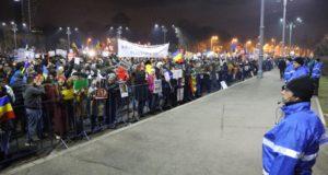 Bukarest, 2017. február 5. A szociálliberális román kormány sürgõsséggel elfogadott, a büntetõ törvénykönyvet és a perrendtartást módosító rendelete miatt tiltakoznak tüntetõk Bukarestben 2017. február 4-én. Sorin Grindeanu miniszterelnök bejelentette, hogy a román kormány hatálytalanítani fogja a sürgõsségi rendeletet. MTI Fotó: Baranyi Ildikó