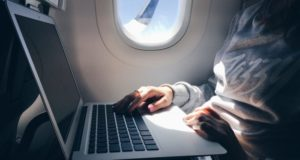 laptop_airplane_700