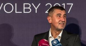 Prága, 2017. október 22. Andrej Babis szlovák származású cseh milliárdos, volt miniszterelnök-helyettes, az ANO mozgalom elnöke sajtóértekezletet tart Prágában, 2017. október 21-én, miután az ANO megnyerte a képviselőházi választásokat. (MTI/EPA/Martin Divisek)