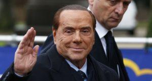 Silvio Berlusconi az Európai Néppárt vezetőinek találkozójára érkezik  Brüsszelben, Belgiumban, 2017. december 14-én. EPA/JULIEN WARNAND