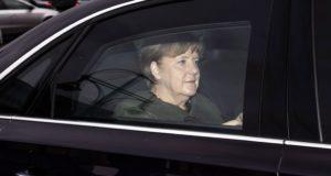 Berlin, 2018. január 28. Angela Merkel német kancellár, a Kereszténydemokrata Unió, a CDU elnöke kormánykoalíciós tárgyalásra érkezik Berlinben 2018. január 28-án. A CDU a Német Szociáldemokrata Párt, az SPD és a Keresztényszociális Unió, a CSU képviselőivel tárgyal a szövetségi kormány megalakításáról. (MTI/EPA/Clemens Bilan)
