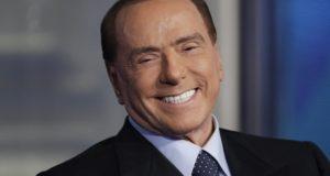 Róma, 2018. január 11. Silvio Berlusconi volt olasz miniszterelnök, az ellenzéki Forza Italia (Hajrá Olaszország) párt vezetõje a Porta a Porta címû beszélgetõs mûsor felvételén a RAI olasz állami rádió- és televíziótársaság római stúdiójában 2018. január 11-én. A politikus-üzletembert a március 4-én esedékes olasz parlamenti választásokkal kapcsolatban hívták meg a mûsorba. (MTI/AP/Andrew Medichini)