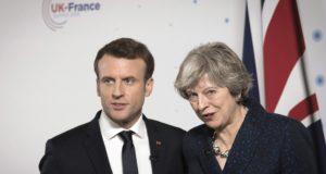 Camberley, 2018. január 18. Theresa May brit miniszterelnök és Emmanuel Macron francia államfõ sajtótájékoztatót tart a Sandhurst Katonai Akadémián, Camberley-ben rendezett brit-francia csúcstalálkozón 2018. január 18-án. A két kormány a találkozó folyamán a katonai együttmûködés bõvítésérõl és a közös határellenõrzés hatékonyságának javításáról állapodott meg. (MTI/AP pool/Stefan Rousseau)