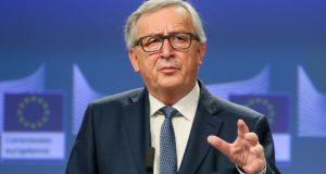 Brüsszel, 2018. február 14. Jean-Claude Juncker, az Európai Bizottság elnöke közös sajtóértekezletet tart Günther Öttingerrel, a költségvetési és emberi erõforrások uniós biztosával  az Európai Unió 2020 utáni keretköltségvetésérõl szóló tanácskozás után 2018. február 14-én. (MTI/EPA/Stephanie Lecocq)