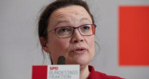 Berlin, 2018. február 20. Andrea Nahles, a Német Szociáldemokrata Párt (SPD) parlamenti frakciójának vezetõje sajtótájékoztatót tart Berlinben 2018. február 20-án. Az SPD 463 ezer párttagja február 20. és március 2. között szavaz a CDU/CSU-val kidolgozott koalíciós szerzõdésrõl. A szociáldemokraták akkor folytathatják a 2013-ban kezdett kormányzást a CDU/CSU-val, ha a tagság legkevesebb 20 százaléka részt vesz a szavazáson, és a többség a koalíciós szerzõdés elfogadására voksol. (MTI/EPA/Hayoung Jeon)