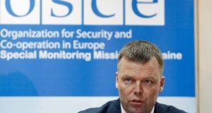 Alexander Hug, az Európai Biztonsági és Együttmûködési Szervezet (EBESZ) ukrajnai megfigyelõ missziójának helyettes vezetõje sajtótájékoztatót tart Kijevben 2017. április 23-án. (MTI/EPA/Stepan Franko)