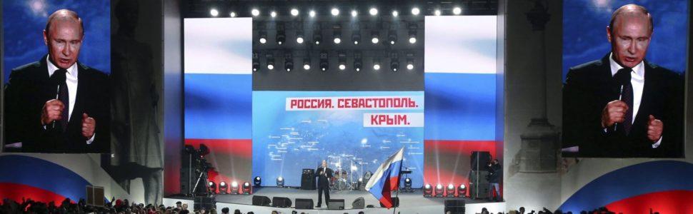 Szevasztopol, 2018. március 14. Vlagyimir Putyin orosz államfõ választási kampánybeszédet tart a Krím-félsziget Oroszországhoz való csatolásának évfordulója alkalmából tartott koncertek egyike elõtt Szevasztopolban 2018. március 14-én. Az oroszországi elnökválasztást március 18-án, a Krím Ukrajnától való elcsatolásának negyedik évfordulóján tartják. (MTI/EPA/Szergej Csirikov)