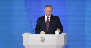 Moszkva, 2018. március 1. Vlagyimir Putyin orosz elnöknek az orosz parlament két háza előtt tartott évértékelője a moszkvai Manyézs Központi Kiállítási Csarnokban 2018. március 1-jén. (MTI/EPA/Makszim Sipenkov)
