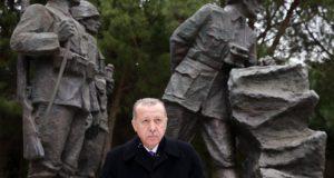 Recep Tayyip Erdogan török államfő beszédet mond a gallipoli ütközet kezdetének 103. évfordulója alkalmából tartott megemlékezésen a gallipoli Mehmetcik emlékmûnél 2018. március 18-án. A Gallipoli-félszigetnek az első világháborúban vívott ostroma során a török hadsereg sikerrel védte meg a Dardanellák tengerszorost a brit és francia erőkkel szemben. (MTI/EPA/Török elnöki sajtóhivatal)