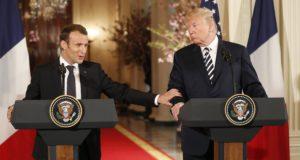 Washington, 2018. április 24. Emmanuel Macron francia államfõ (b) és Donald Trump amerikai elnök sajtótájékoztatót tart a washingtoni Fehér Házban 2018. április 24-én. Macron háromnapos hivatalos látogatáson tartózkodik az Egyesült Államokban. (MTI/EPA/Shawn Thew)